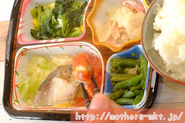 魚はふっくらでトマトソースとよく合います