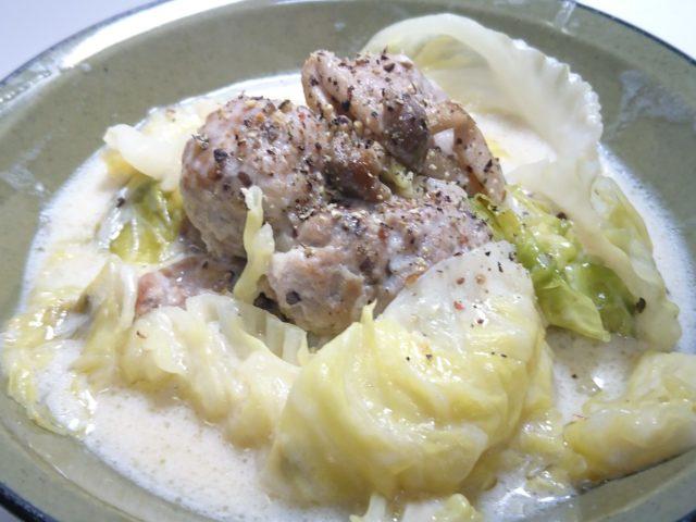 キャベツと豚肉団子のクリーム煮の完成3