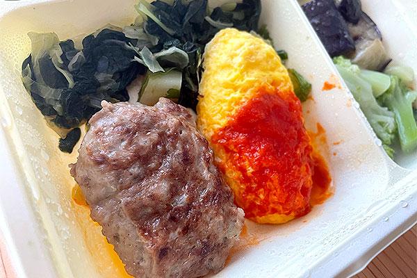 ハンバーグとオムレツのトマトソース